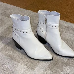 White boots. Zip up on sides. Super comfortable